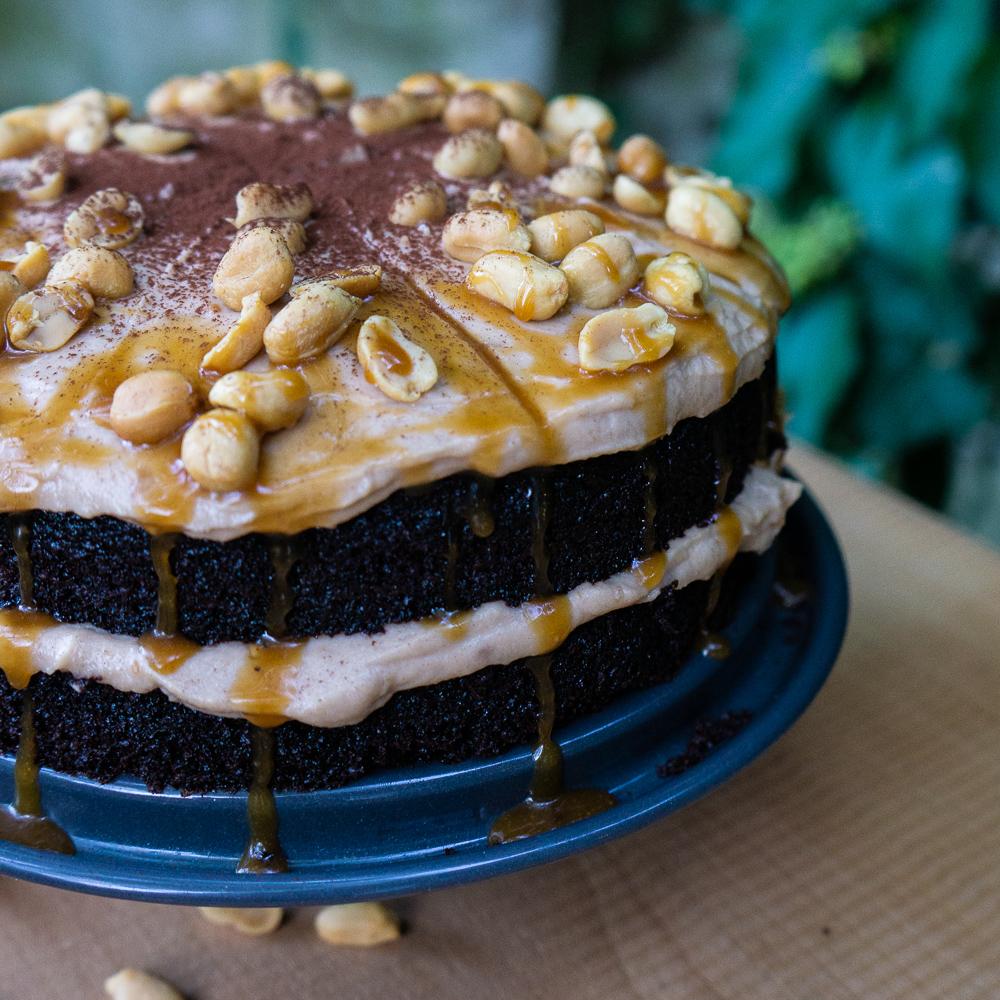Schokoladen-Erdnuss-Torte